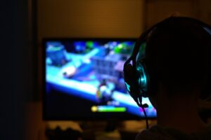 EXPERTS : Avec le cours Commercialisation et monétisation (découvrabilité), Christopher Chancey donne les clés du marketing et de la communication aux studios de jeux vidéo indépendants